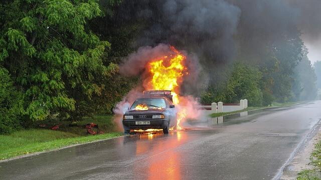 Paloturvallisuus vinkit autoilijoille